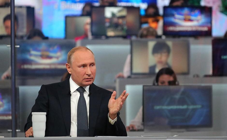 «Пряма лінія» Путіна: вичерпна відповідь на непоставлені запитання