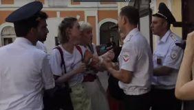 У Москві поліція затримала активістів за роздачу листівок на підтримку Сенцова