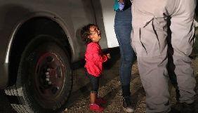 Фото заплаканої дівчинки допомогло зібрати $18 мільйонів пожертвувань
