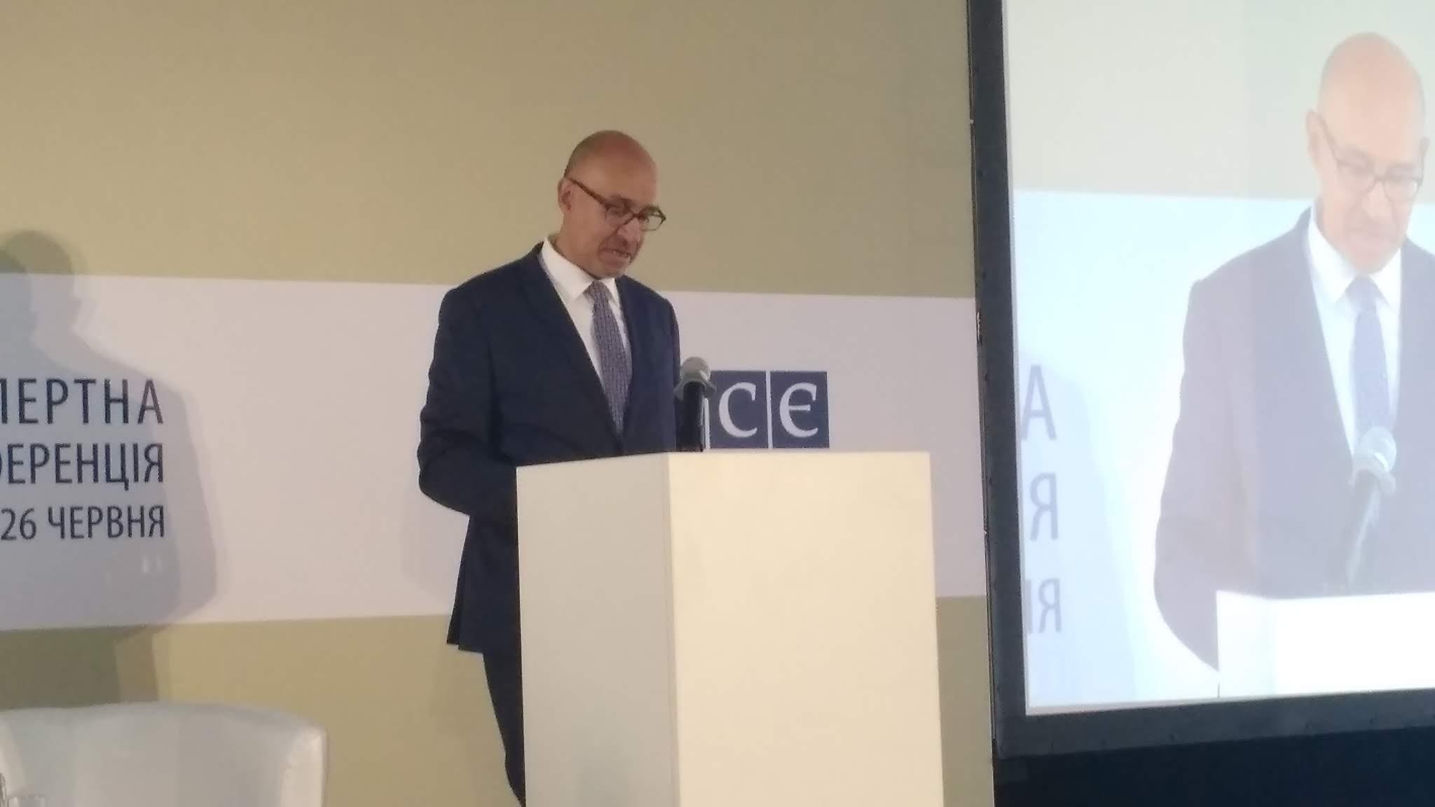 У Києві представник ОБСЄ з питань свободи ЗМІ закликав негайно звільнити Сенцова, Асєєва, Сущенка, Семену