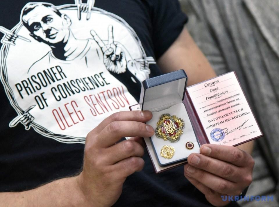 Ув'язнених у Росії Сущенка та Сенцова нагородили громадською відзнакою Ордену нескорених