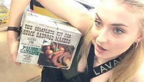 Акторка Софі Тернер з «Гри престолів» веде Instagram-блог з оглядом сосисок