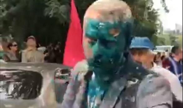 У Києві антикорупціонера Шабуніна облили зеленкою (ВІДЕО)