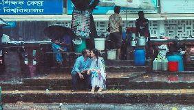 У Бангладеш фотограф втратив роботу та був побитий журналістами за знімок пари, яка цілувалася на вулиці