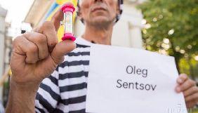 Не совсем режиссёр не совсем голодает. Как российские СМИ освещают голодовку Сенцова