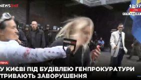 Поліція Києва затримала жінку, яка вдарила журналістку телеканалу NewsOne