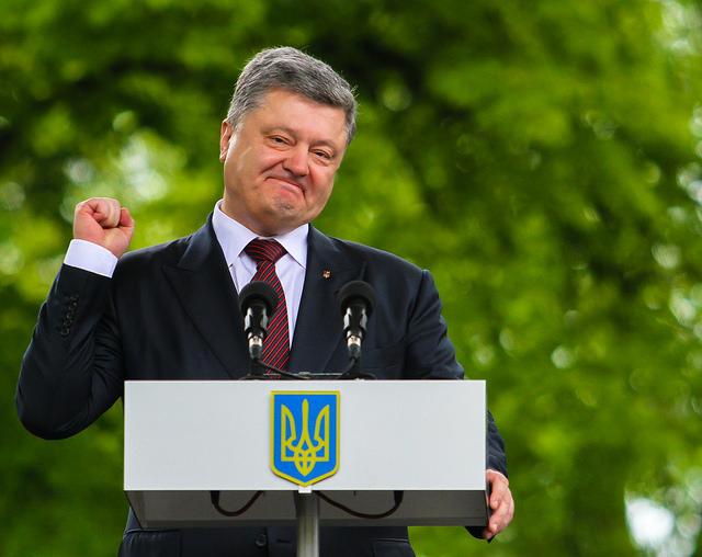 Порошенко заявив, що українські радіостанції перевиконують україномовні квоти на 24%