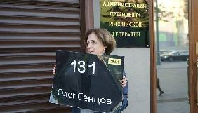 Журналістка із Росії Зоя Свєтова провела одиночний пікет під АП Путіна на підтримку Сенцова