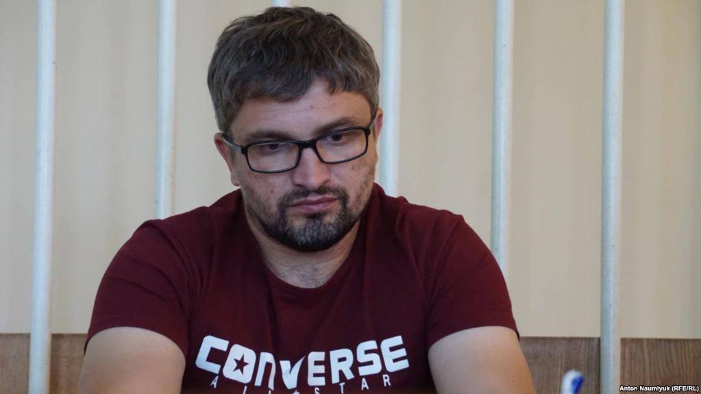 У Криму знову продовжили арешт блогеру Мемедемінову