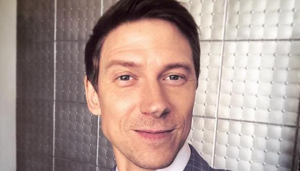 Актер «Дизель Студио» попал в небольшое ДТП из-за неожиданного снега