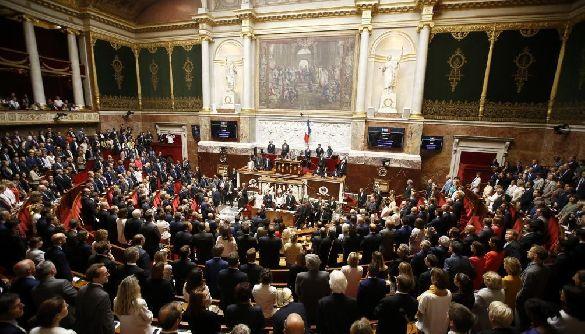У Франції ухвалили закони проти фейків і пропаганди