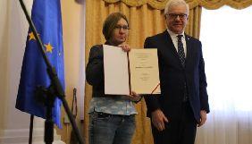 Сестра Сенцова отримала присуджену йому відзнаку «За людську гідність» від МЗС Польщі
