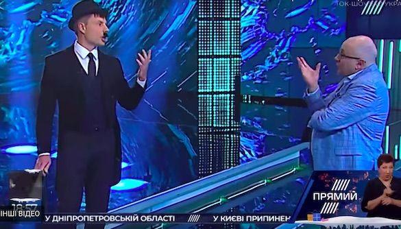 Нардеп Гончаренко пришел на эфир Прямого канала в образе Чарли Чаплина из-за выдвижения Зеленского в президенты