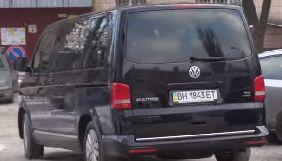 Автомобиль Зеленского ездит в сопровождении микроавтобуса Коломойского - «Схемы»