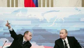 Керівництво російських телеканалів має щотижневі летючки із представником Путіна — розслідування