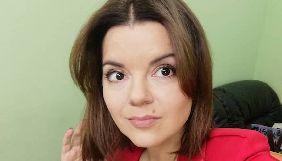 Маричка Падалко повеселила телезрителей, нырнув под стол во время эфира