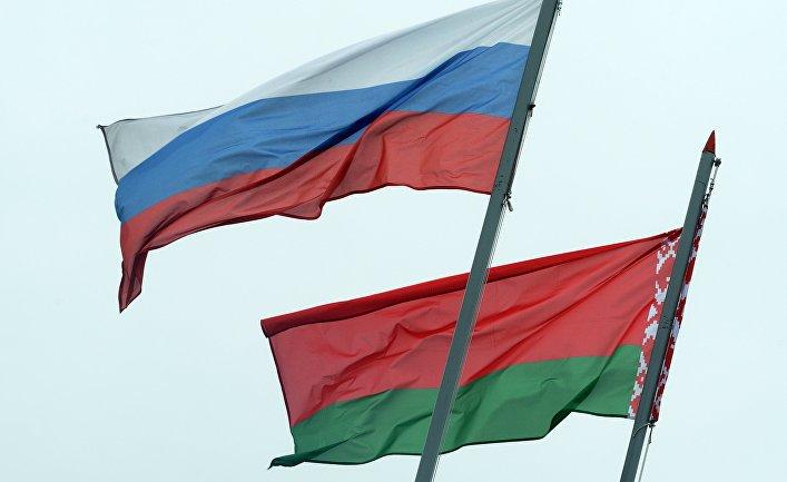 «Мы видим мир через московские окна». Нужно ли Кремлю скупать белорусские СМИ