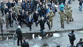Фото втечі Порошенка від натовпу виявилося фейком. Його вже встигли розповсюдити російські ЗМІ