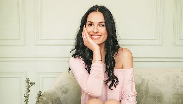 Маша Ефросинина запустила собственный бренд одежды и прорекламировала его топлес