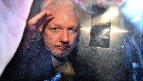 У Великій Британії засновника WikiLeaks засудили до майже року позбавлення волі