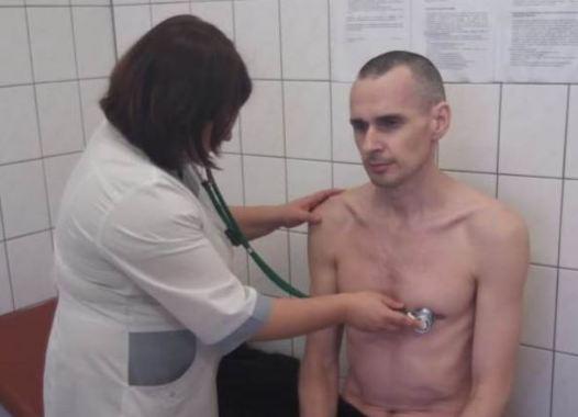 Сенцову пощастило відновитись після голодування, він почуває себе відмінно - адвокат