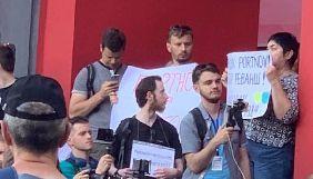 После протестов студентов Университет имени Тараса Шевченко разорвал договор с Андреем Портновым