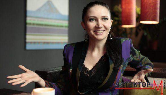 Телеведущая Алеся Бацман показала округлившийся животик (ФОТО)