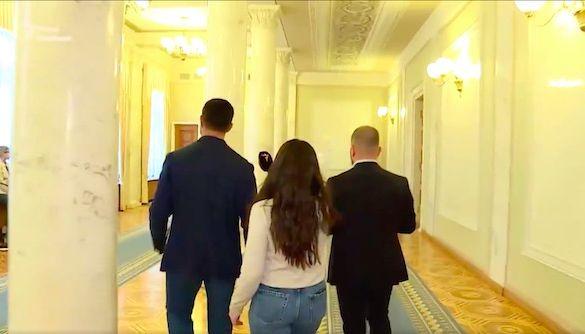«А хто ви така, щоб перевіряти?»: як нардеп Микола Тищенко буквально тікав від питань журналістки «Радіо Свобода»