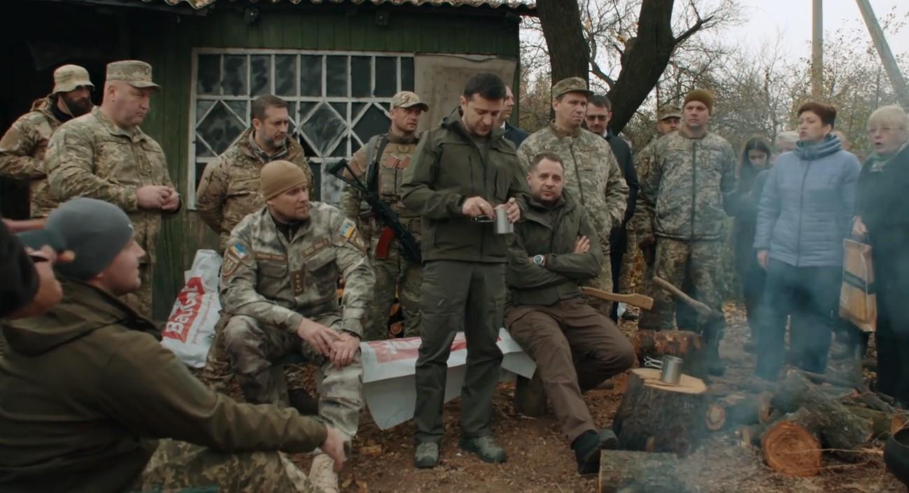 Низка каналів показала фільм Офісу президента про поїздку Зеленського в зону ООС
