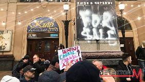 Як Кличко екскурсію підвалами водив, або Пристрасті за кінотеатром «Київ»
