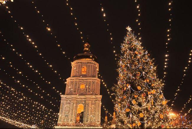 National Geographiс проиллюстрировал новогодний отдых россиян фотографией праздничного Киева
