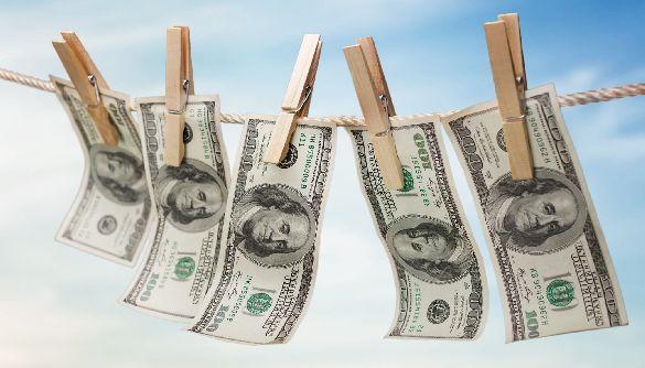 Організатори піратських сайтів, їхні близькі родичі та інтернет-провайдери сприймаються як частини схеми з відмиванням грошей