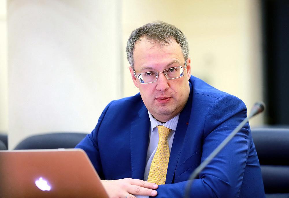 МВС проводить розслідування щодо правоохоронців, які не відреагували на напад на працівників «Страни.ua» та «Шарій.нет»