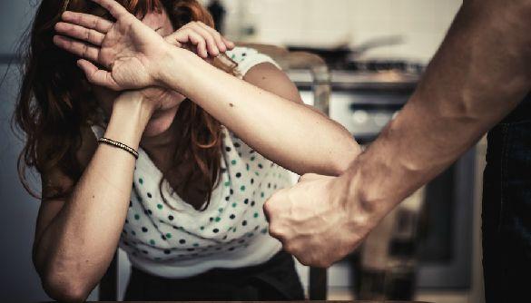 Поднять руку на женщину: стоит ли СМИ давать насильнику площадку для оправдания своих действий