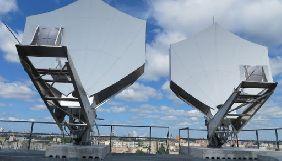 Два супутникові канали кодують свій сигнал