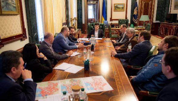 Кодування на супутнику: президент і медіагрупи домовилися про запуск некодованих версій каналів і розширення цифрового покриття