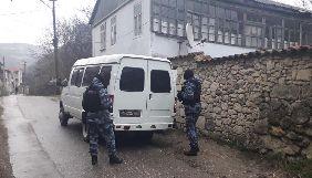 У Криму окупанти прийшли з обшуками до ведучого ATR та громадських журналістів