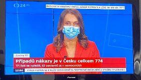 У Чехії ведучі деяких телеканалів виходять в ефір у медичних масках