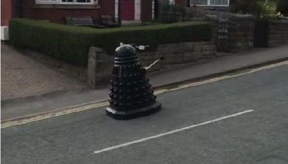 Робот-мутант із серіалу «Доктор Хто» вимагає від британців сидіти вдома через коронавірус (ВІДЕО)