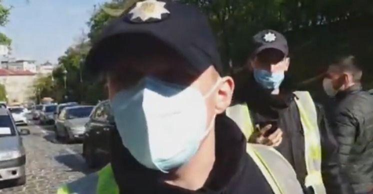 Поліція напала на журналіста hromadske Богдана Кутєпова, який вів прямий ефір під Кабміном (ДОПОВНЕНО)