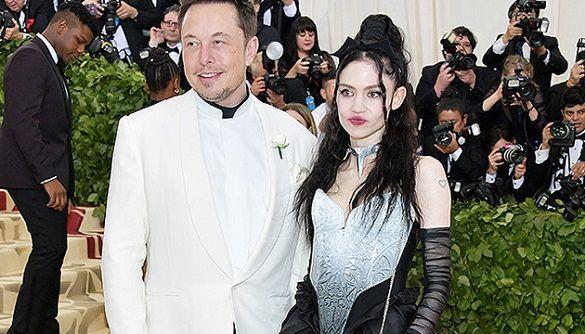 Ілона Маска і співачку Граймс зобов'язали змінити ім'я їхнього сина X Æ A-12. Тепер його звуть X Æ A-Xii