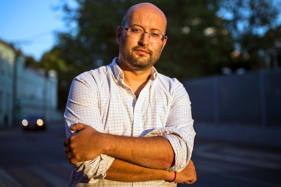 У РФ журналіста Іллю Азара затримали на 15 діб. Колеги вийшли на його підтримку - їх також затримали