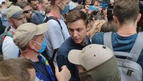 Знімальна група NewsOne повідомила про перешкоджання під судом у справі Стерненка