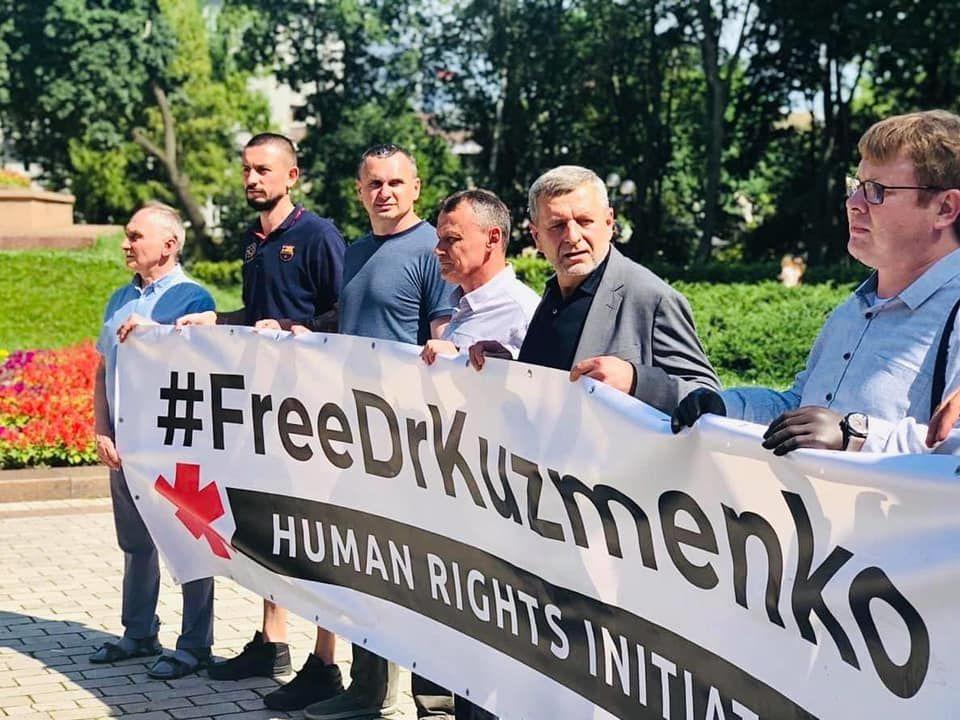 Сенцов та інші колишні політв'язні закликали владу припинити тиск на активістів