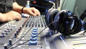 Прокрутите эту рекламу на радио, или Как FM пережил кризис