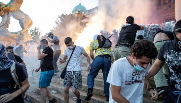 Проросійські ЗМІ поширюють фейки про причетність України до протестів у Сербії - посольство