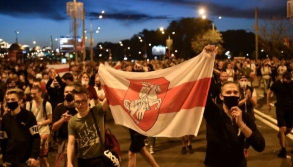У Білорусі працівники держЗМІ закликають владу припинити напади на журналістів