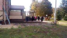 На Сумщині знайшли фейкову дільницю. Туди йшло більше виборців, ніж на справжню