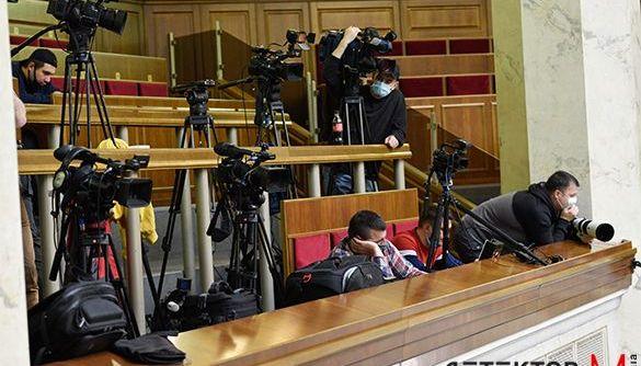 Разумков доручив переглянути рішення щодо позбавлення акредитації у парламенті низки ЗМІ
