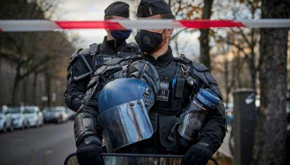 У Франції хочуть заборонити публікувати фото та імена поліцейських у медіа